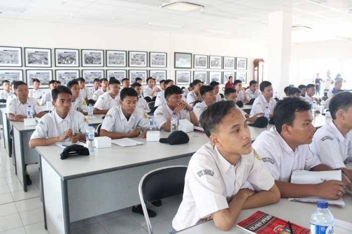 Student-Visit-GIIAS-3